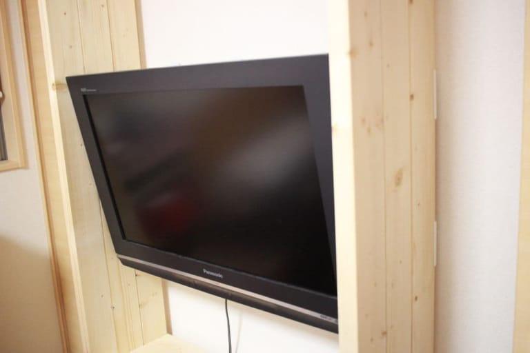 壁掛け金具を使ってテレビを設置しました