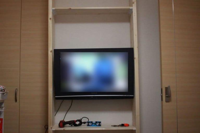 ウォリストを使ってテレビの壁掛け完了!