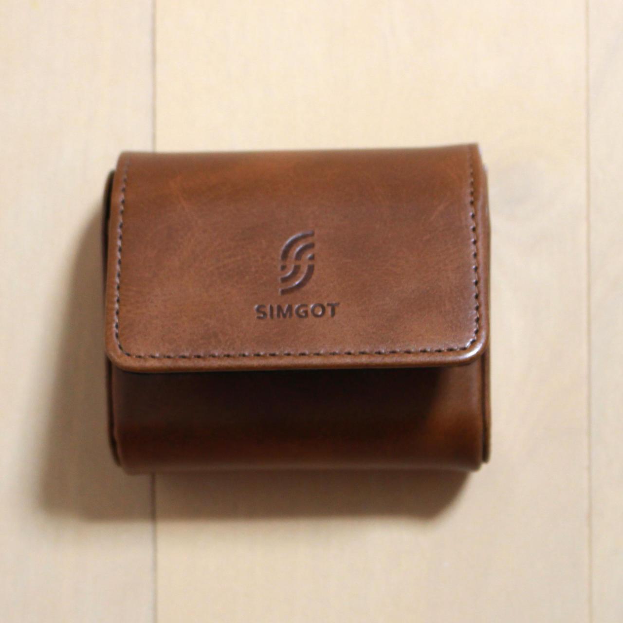 SIMGOT EM2はマグネット留めのケースが付属